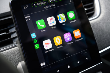 Renault ZOE multimedia system wiht Apple Carplay icons