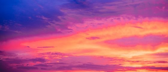 Photo sur Plexiglas Corail Very saturated sunset or sunrise skies in blue and purple colors.