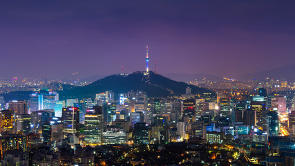 Fototapete - Downtown cityscape at night in Seoul, South Korea.