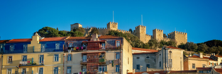 Wall Mural - Panorama of Castelo hill neighborhood and the medieval São Jorge Castle in Lisbon, Portugal