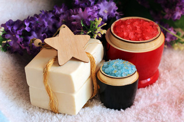 Papiers peints Pays d Europe Red and blue sea salt and purple flowers, white soap. Top view.