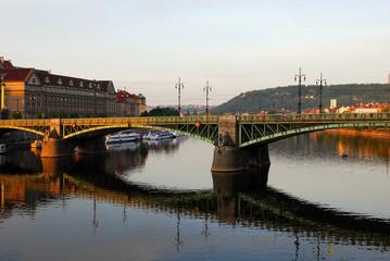 Morning sun send ray in the Bridge in center of Prague Fototapete