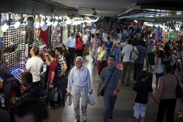 People In Shopping Mall - fototapety na wymiar