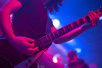 The artist plays the guitar.