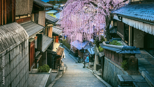 Wall mural Panorama of Historic Higashiyama district, Kyoto in Japan. Vintage tone.
