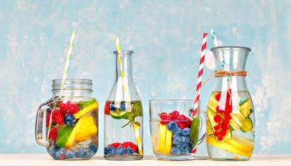 Erfrischung im Sommer - Wasser mit Früchten