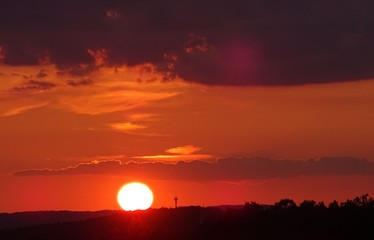 Foto auf AluDibond Rot kubanischen Silhouette Landscape Against Sky During Sunset