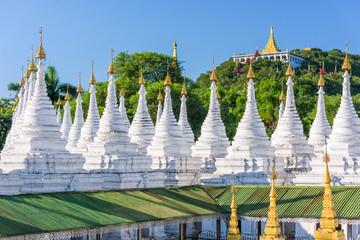 Fototapete - Sandamuni Pagoda Temple stupas in Mandalay, Myanmar.