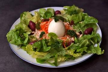 Une salade végétarienne.