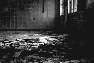 Obraz Broken Tile Floor In Abandoned House - fototapety do salonu