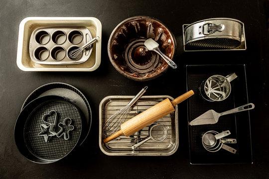 Oven bakeware set - baking tins, cake moulds and kitchen utensils