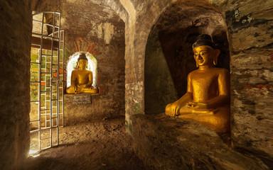 Foto op Plexiglas Historisch mon. Buddha statues in the underground brick-lined corridors of Htukkant Thein Temple, Mrauk U, Rakhine, Myanmar (Burma), Asia