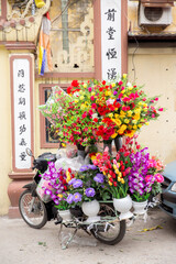Vietnam, Hà Nội, Hanoi, Stadtteil Cong Vi Ba Dinh / Q. Ba Dính, Blumenverkauf auf einem Roller