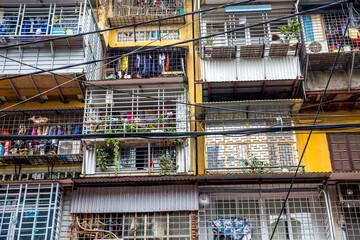 Vietnam, Hà Nội, Ba Đình, Stadtteil Cong Vi Ba Dinh / Q. Ba Dính, Wohnungen mit Gittern