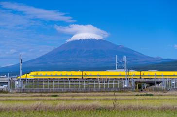 富士山とドクターイエロー 新幹線 試験車両 2019年11月