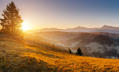 壁紙(ウォールミューラル) - Attractive morning moment in alpine countryside. Magical sunset.