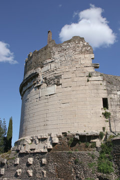 Tomba di cecilia Metella  e Castrum Caetani  Appia Antica Roma Italia
