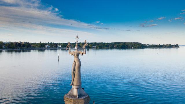 Imperia Statue mit Korona Maske (Konstanz am Bodensee)
