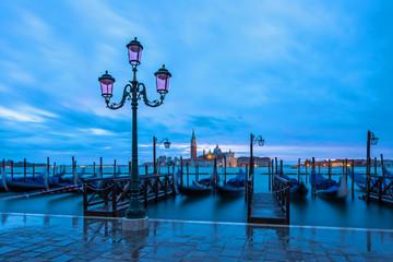 San Giorgio Maggiore in Venedig vom Markusplatz in der Morgendämmerung