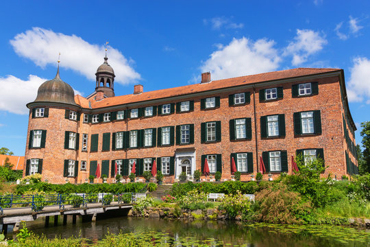 Gartenfassade des Eutiner Schlosses in Ostholstein - Schleswig-Holstein