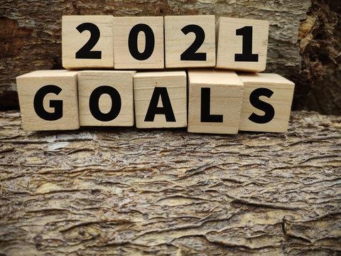 2021 Goals text on wooden blocks