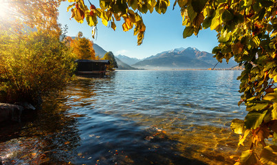 Fotomurales - Beautiful Autumn scenery. A beautiful view from Lake Zell. Wonderful Autumn landscape in Alps with Zeller Lake in Zell am See, Salzburger Land, Austria. Natural background. Amazing nature landscape