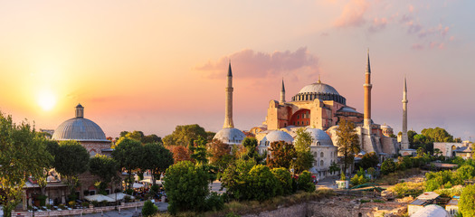 Papiers peints Con. Antique Hagia Sophia, famous landmark of Istanbul, beautiful sunset view, Turkey