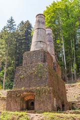 Brennofen und Türme des unter Denkmalschutz stehenden Zementwerk Litzlsdorf