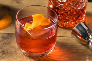 Fototapete - Refreshing Boozy Gin Negroni Cocktail