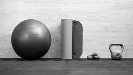 Zestaw przyrządów do ćwiczeń fitness i modelowania sylwetki