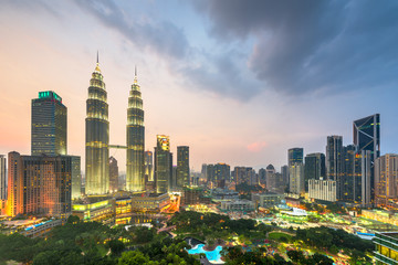 Fototapete - Kuala Lumpur, Malaysia park and skyline