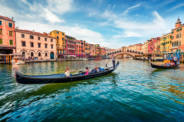 Türaufkleber Gondeln Romantic summer scene of famous Canal Grande. Stunning morning view of Rialto Bridge. Picturesque cityscape of Venice with tourist on gondolas, Italy, Europe. Traveling concept background.