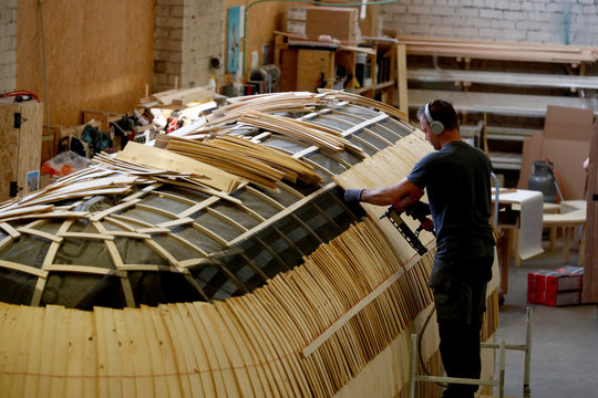 Iglucraft comapany worker makes a roof of the Iglusaun sauna in Leie