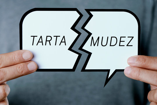 stammering in spanish, in a broken speech bubble