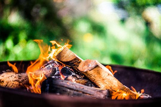 Lagerfeuer Feuerschale Flamme Feuerholz Bokeh