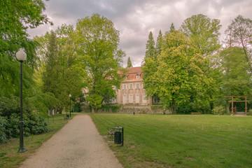 Zespół parkowo pałacowy w mieście Iłowa, w zachodniej Polsce.