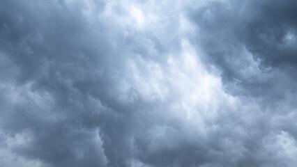 Clodus of rain, balck color of clouds, Heavy Rain Clouds Before A Storm Blank for design copy space.. Fotobehang