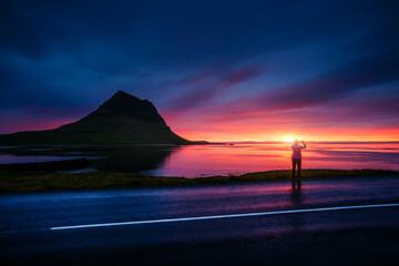 壁紙(ウォールミューラル) - Great sunset over the Atlantic ocean. Location place Kirkjufell volcano the coast of Snaefellsnes peninsula, Iceland, Europe.