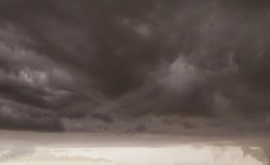 The sky is dark before it rains Fotobehang
