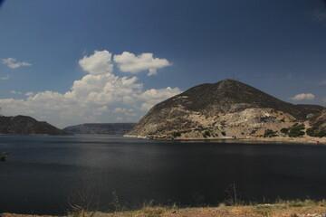 Vista de la presa de agua Zimapán desde cabañas en el Saucillo Hidalgo México Wall mural