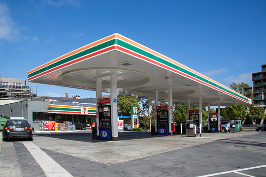 Melbourne, Australia: April, 09, 2018: 7-Eleven convenience store with a Mobil petrol station. 7-Eleven is largest operator and franchisor of convenience stores in the world with over 50,000 outlets.