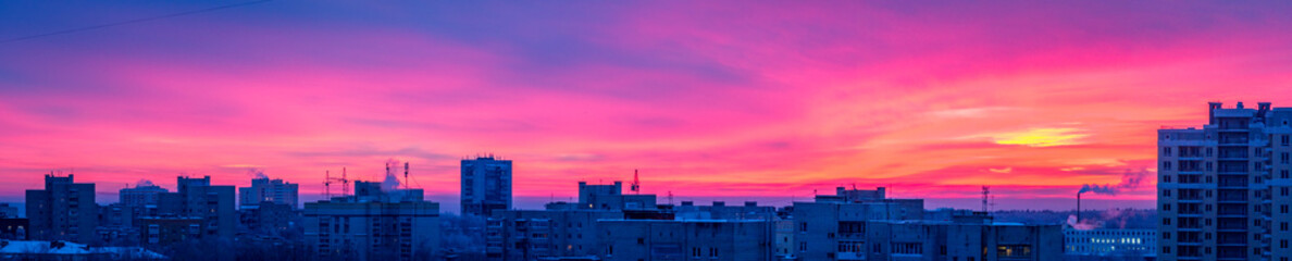 Photo sur Aluminium Rose banbon Sunrise over the city, scenic view. Pink-blue sky in soft colors sky above silhouettes of buildings, colorful cityscape for background. Vladimir, Russia
