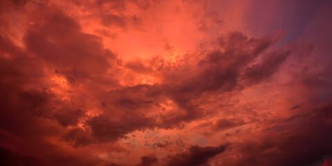 Fototapeten Ziegel Evening sky and amazing red clouds.