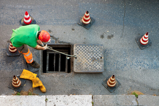 sequence of worker going in the manhole in the street, step 7