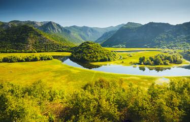 壁紙(ウォールミューラル) - The magical valley of the Rijeka Crnojevica. Location place National park Skadar Lake, Montenegro.