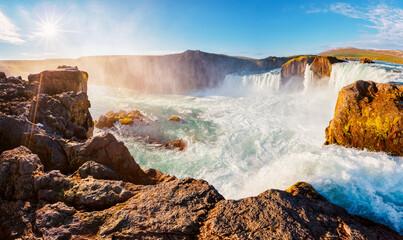 壁紙(ウォールミューラル) - Attractive scene of powerful Godafoss cascade. Location place Bardardalur valley, Skjalfandafljot river, Iceland, Europe.