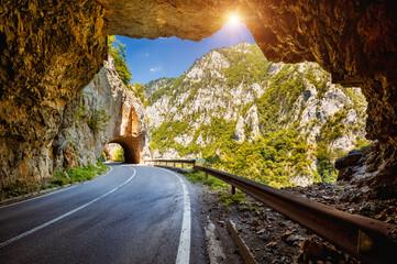 壁紙(ウォールミューラル) - Incredible view on the great canyon of river Piva. Location place Montenegro, Balkans, Europe.