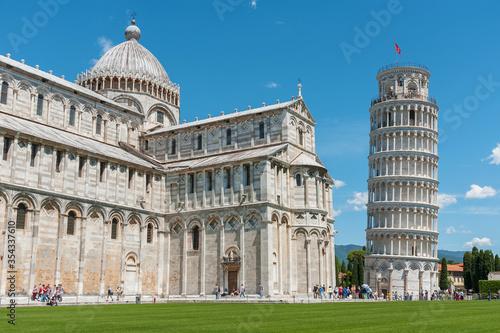 Fototapete Historical landmark leaning tower of Pisa, Italy