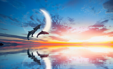 Photo sur Aluminium Dauphins Silhoutte of beautiful dolphin jumping up from the sea at sunset with super moon