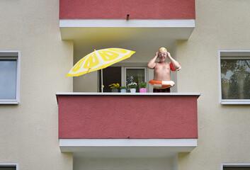 Urlaub Zuhause auf dem Balkon